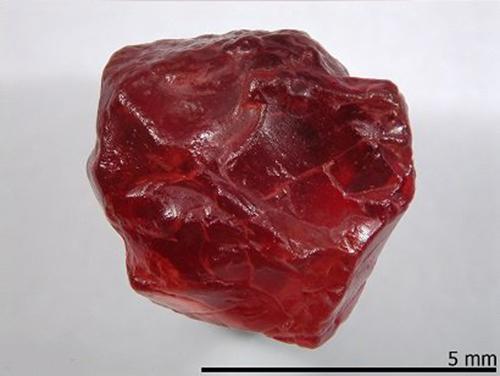 Пироп камень фото